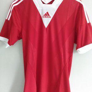 Men's size medium Adidas t-shirt. Fits small.